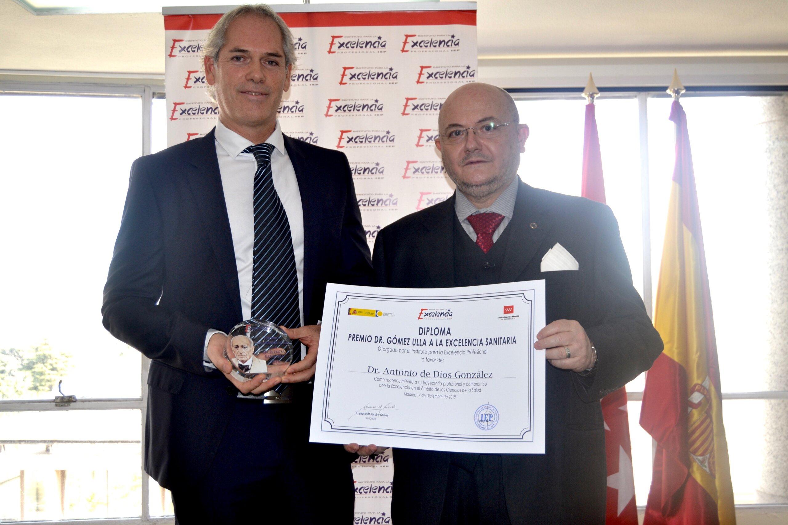 Antonio de Dios es galardonado con el premio Dr. Gómez Ulla a la Excelencia Sanitaria 2019